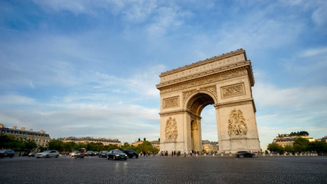 アーク・ド・トライアンフ、パリ・フランス・タイム・ルパセ - 凱旋門点の映像素材/bロール