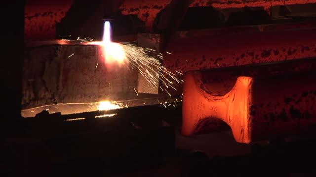 vídeos y material grabado en eventos de stock de ms arcelor mittel at steel mill / esch-alzette, unspecified,   luxembourg - forma de barra