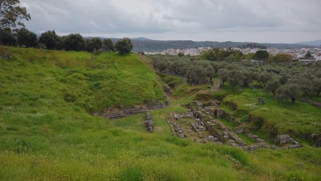 vidéos et rushes de site archéologique antique sparta ( ruines du théâtre ) , péloponnète, grèce antique, péloponnaise, grèce - vestige antique