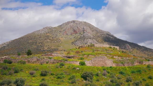 vídeos de stock e filmes b-roll de archaeological site of ancient mycenae - view of the citadel , argolis , peloponnes, greece - arqueologia