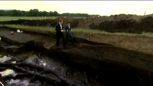 stockvideo's en b-roll-footage met archaeologists discover prehistoric home in scarborough dr chantal conneller along with reporter as explains significance of find sot - scarborough engeland