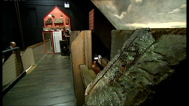 vidéos et rushes de cumbrian museum appeals to save roman mask; cumbria: carlisle: tullie house museum: roman artefacts on display in museum andrew mackay interview sot - museum