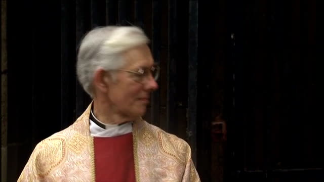 stockvideo's en b-roll-footage met archbishop of canterbury arrival at cathedral england kent canterbury canterbury cathedral ext procession into cathedral including terry waite into... - terry waite