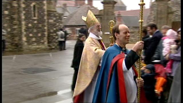 archbishop of canterbury challenge to fellowship of confessing anglicans; lib england: ext archbishop of canterbury, dr rowan williams, along to... - 懺悔点の映像素材/bロール