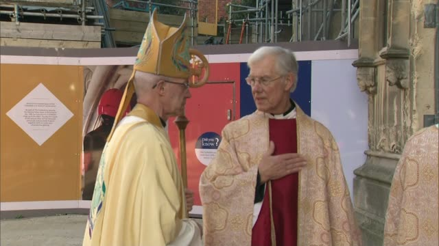 archbishop of canterbury christmas day sermon england kent canterbury canterbury cathedral ext the most reverend justin welby wishing worshippers... - カンタベリー大主教点の映像素材/bロール