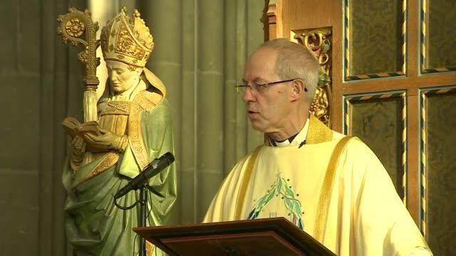archbishop of canterbury christmas day sermon england kent canterbury canterbury cathedral int justin welby sermon sot / - カンタベリー大主教点の映像素材/bロール