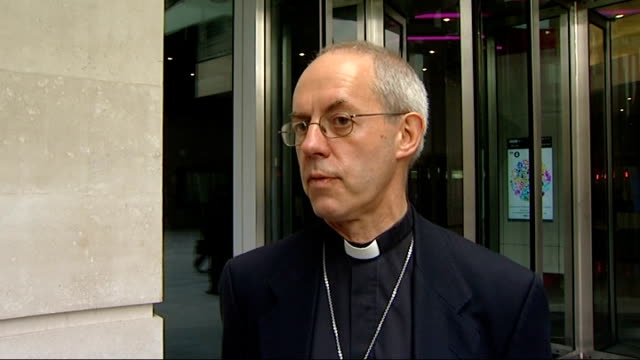 archbishop of canterbury embarrassed by wonga investment interview england london bbc ext most rev justin welby along outside the bbc and into... - ジャスティン・ウェルビー点の映像素材/bロール