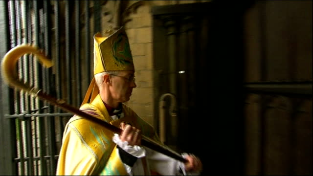 archbishop of canterbury embarrassed by wonga investment; r21031310 kent: canterbury: welby approaching door of canterbury cathedral and banging on... - canterbury cathedral stock videos & royalty-free footage