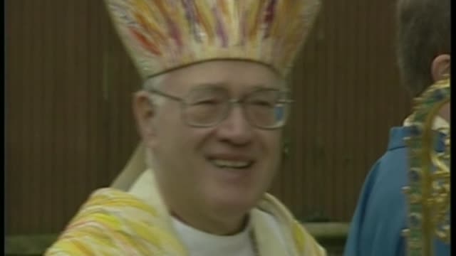 archbishop of canterbury launches major inquiry into sexual abuse in the church of england lib / tx canterbury int dr george carey chatting carey... - カンタベリー大主教点の映像素材/bロール