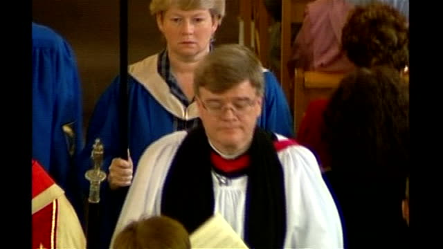 archbishop of canterbury says gay bishops must be celibate t02070404 st albans int dr jeffrey john turning towards along church aisle with other... - kanzel stock-videos und b-roll-filmmaterial