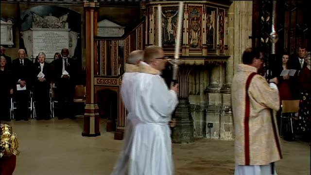 archbishop of canterbury's easter message england kent canterbury int dr rowan williams the archbishop of canterbury in pulpit to deliver his easter... - archbishop of canterbury stock videos & royalty-free footage