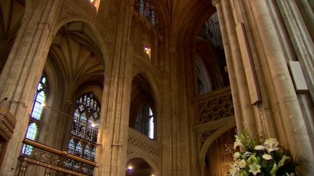 archbisop of canterbury easter message justin welby leads prayers / more of service in progress / welby into pulpit - kanzel stock-videos und b-roll-filmmaterial