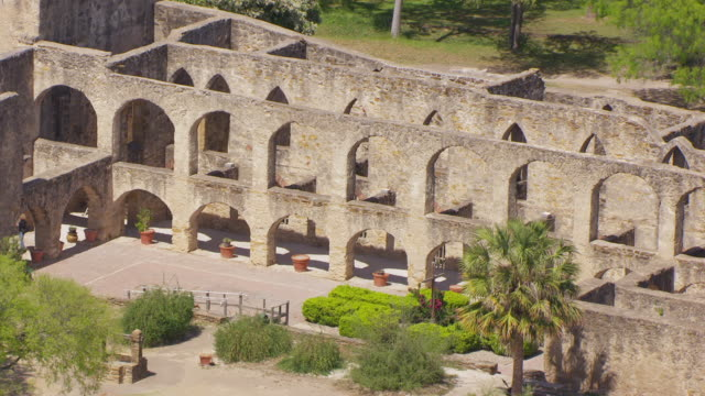 stockvideo's en b-roll-footage met ms aerial ts arches of mission san jose / san antonio, texas, united states - missiehuis