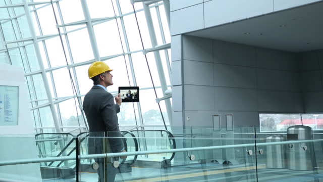 architect and contractor on building site - only mature men stock videos & royalty-free footage