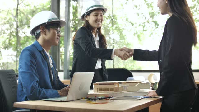 Architect handshake with Customer