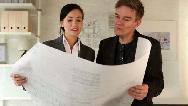 vídeos de stock e filmes b-roll de arquiteto pr - engenheiro civil