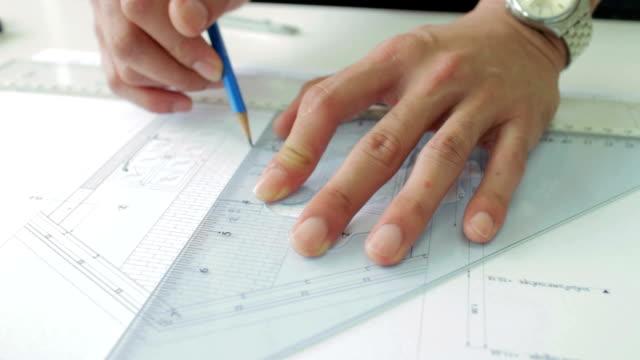 Architekten arbeitet an Technische Zeichnung, Dolly Shot
