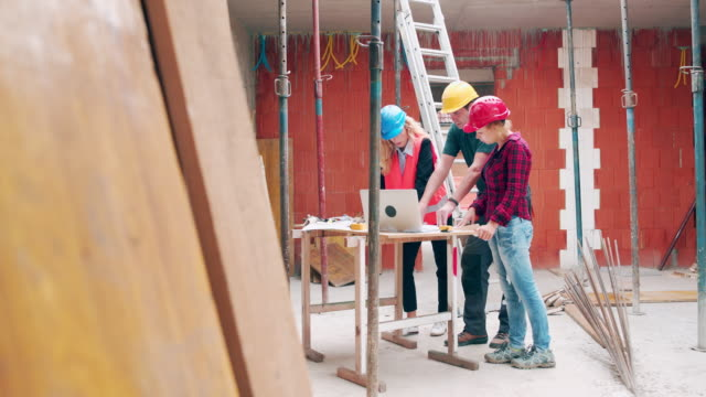 architects working on construction site - dolly shot stock videos & royalty-free footage
