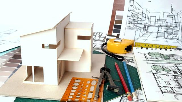vidéos et rushes de architectes espace de travail avec la maison modèle &  bleu imprimer - bricolage