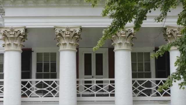 architectural detail in the jeffersonian style that characterizes the lawn at the university of virginia the architectural centerpiece on grounds - university of virginia stock videos & royalty-free footage