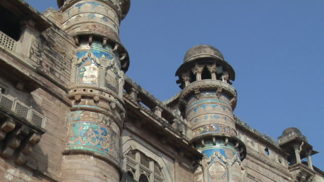 cu, la, architectural detail of gwalior fort against blue sky, gwalior, madhya pradesh, india - fortress stock videos & royalty-free footage