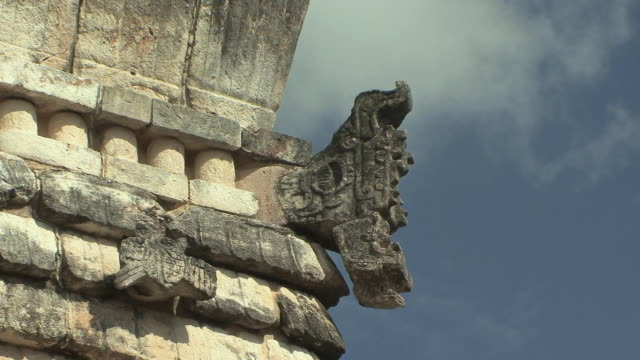 cu architectural detail of quetzalcoatl, feathered serpent deity, on house of the birds at pre-columbian ruined city of maya civilization / uxmal, yucatan, mexico - maya kultur stock-videos und b-roll-filmmaterial