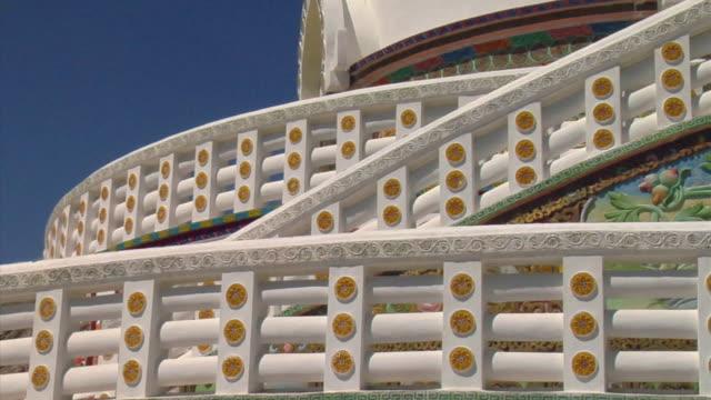 cu, zo, architectural detail of shanti stupa, leh, ladakh, jammu and kashmir, india - tornspira bildbanksvideor och videomaterial från bakom kulisserna