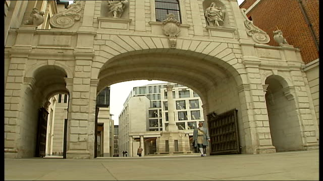 sir christopher wren's buildings england london city of london paternoster square ext 'sir christopher wren' to camera sot - cravat stock videos and b-roll footage