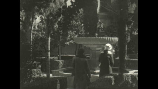 vidéos et rushes de archival film of the alhambra palace and surrounding views. - nostalgie