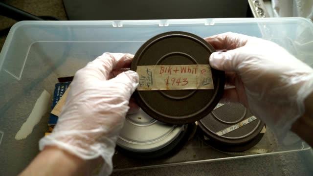 アーカイブフィルムズビン 1943 年 - 8ミリフィルム映写機点の映像素材/bロール