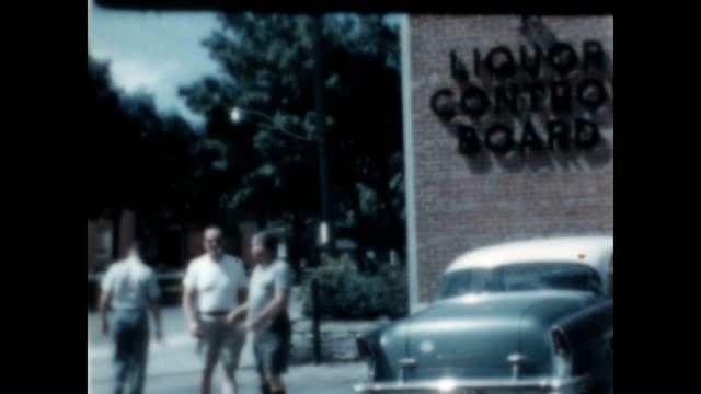 archival home movie of a run to the liquor control board store - 密輸点の映像素材/bロール