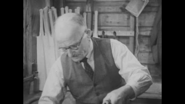 stockvideo's en b-roll-footage met archive film footage circa 1939 of the cricket bat manufacturing process. - cricketveld