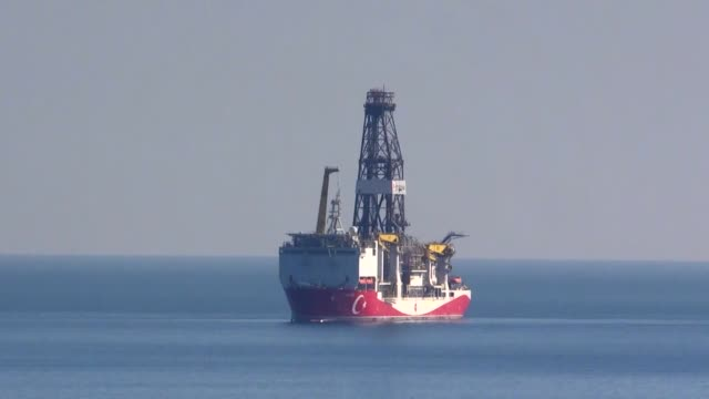 archive footage of fatih drill ship on may 29, 2020 in istanbul. turkey's president recep tayyip erdogan on friday announced the discovery of major... - türkei stock-videos und b-roll-filmmaterial