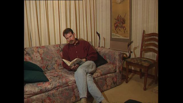 vidéos et rushes de archive footage of olympic medallist dick quax reading book - biographie