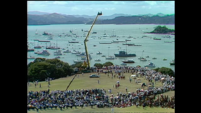 archive footage of queen elizabeth ii at waitangi for waitangi day celebrations during the 1990 royal tour to new zealand. - ニュージーランド べイ・オブ・アイランズ点の映像素材/bロール