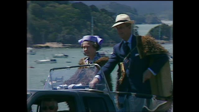 vidéos et rushes de archive footage of queen elizabeth ii at waitangi for waitangi day celebrations during the 1990 royal tour to new zealand. - bay of islands nouvelle zélande