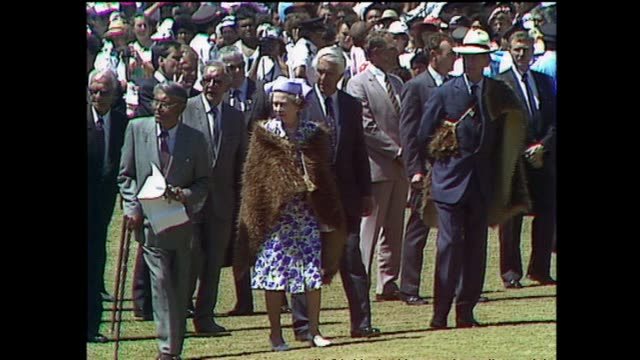 archive footage of queen elizabeth ii receiving a maori welcome at waitangi for waitangi day celebrations during the 1990 royal tour to new zealand - baia delle isole nuova zelanda video stock e b–roll