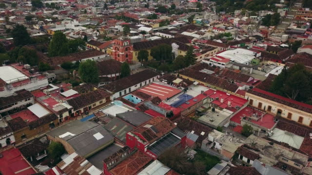 stockvideo's en b-roll-footage met arco del carmen and del carmen church in san cristobal de las casas - city of neighbors: give once for all film title