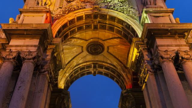 arco del triunfo, comercio square, lisbon, europe - male likeness stock videos & royalty-free footage