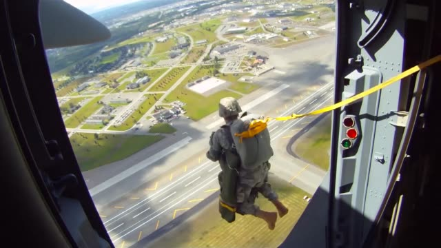 arctic thunder is a biennial event hosted by jber featuring more than 40 air force army and civilian aerial acts and with more than 200000 people in... - united states airforce stock-videos und b-roll-filmmaterial