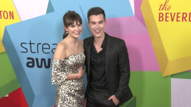 vídeos de stock, filmes e b-roll de arden rose, jeremy shada at the 2017 streamy awards at the beverly hilton hotel on september 26, 2017 in beverly hills, california. - the beverly hilton hotel