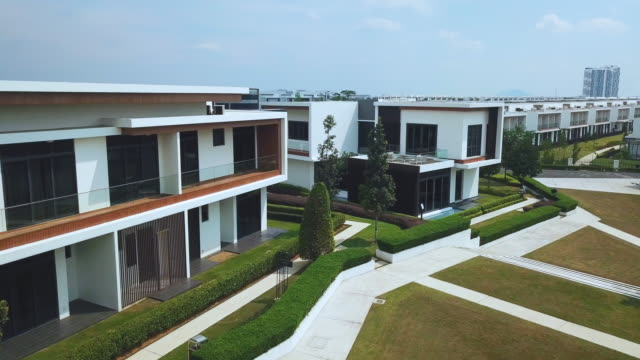 areal view of  two story modern suburban house - 住宅開発点の映像素材/bロール