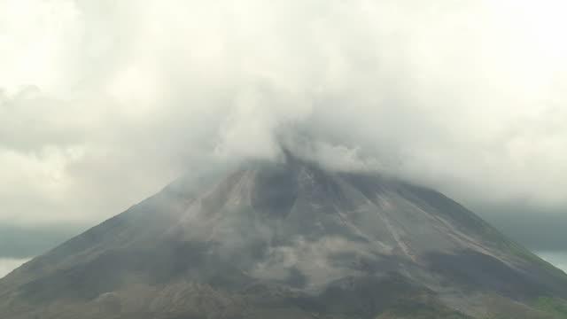 アレナル火山 - コスタリカ点の映像素材/bロール