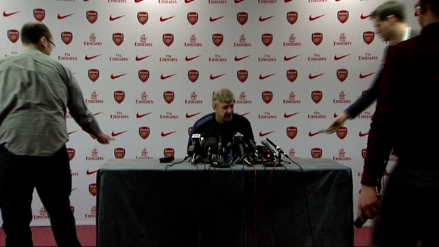 Hertfordshire London Colney INT Arsene Wenger along to table Press Wenger on laptop screen Wenger during press conference