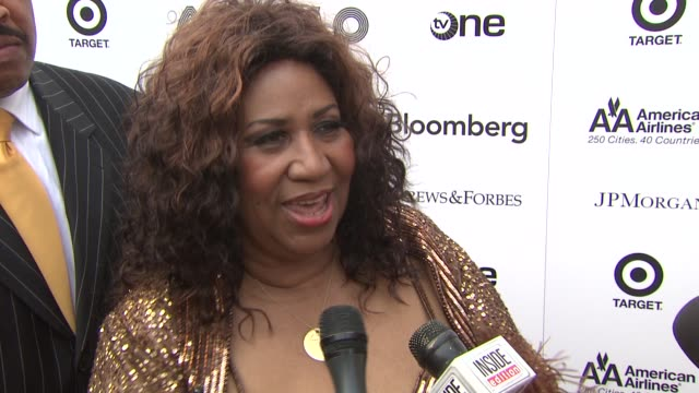 vídeos de stock e filmes b-roll de aretha franklin is thrilled to be back at the apollo where it all started for her she recollects on the time that she spent there as a youngster... - benefit concert