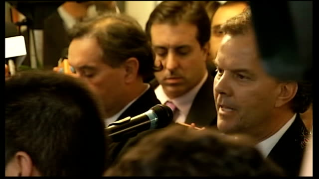 vidéos et rushes de argentina demands talks with the uk about the falkland islands fernandez de kirchner standing to applause syrian ambassador to the united nations... - colony