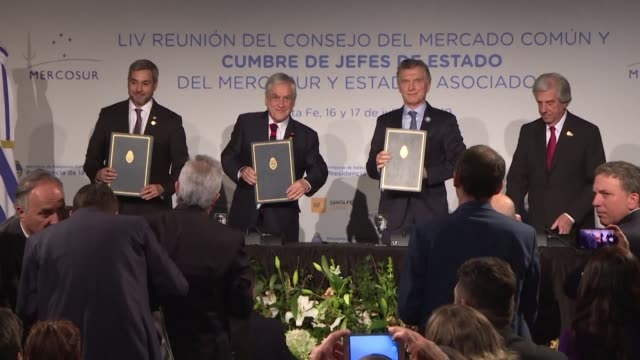 vídeos de stock, filmes e b-roll de argentina paraguay and uruguay presidents sign an agreement to officially include chile in their bid to host the 2030 world cup following a mercosur... - campeonato esportivo
