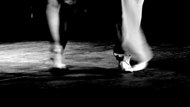 vídeos de stock e filmes b-roll de tango argentino - tango dança