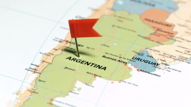 argentinien mit pin - argentinische flagge stock-videos und b-roll-filmmaterial
