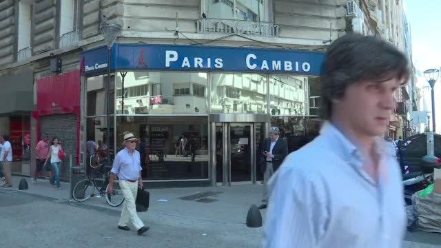 stockvideo's en b-roll-footage met argentinas economy minister alfonso prat gay is expected to announce wednesday that the government will eliminate the foreign exchange restrictions... - devaluation